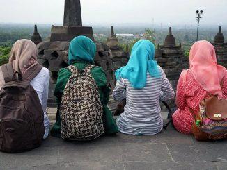 در اندونزی، از هر 9 زن، 1 نفر زیر 18 سال ازدواج میکند